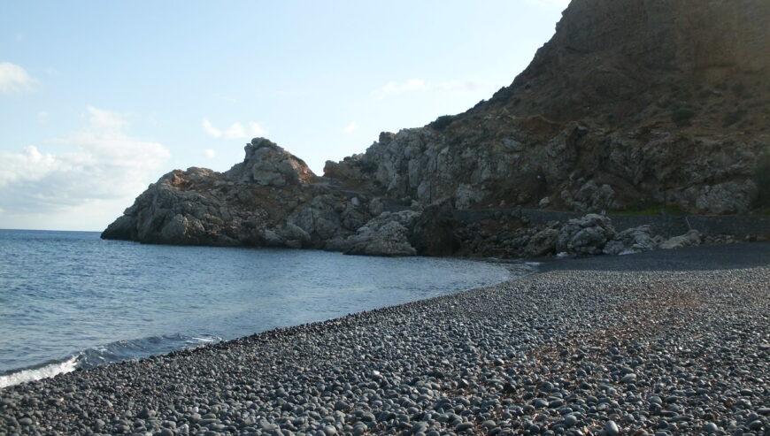 chios-plage-sable-noir-grece